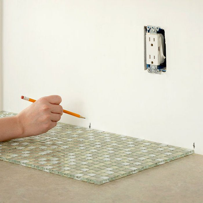 Measuring a wall for mosaic tiles